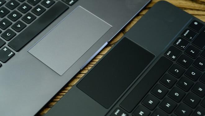 Трекпад Magic Keyboard (справа) и трекпад Brydge Pro + (слева)