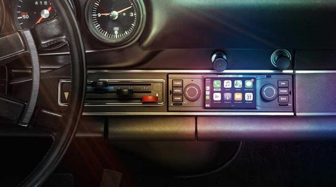 Комплект CarPlay гармонирует с отделкой Porsche