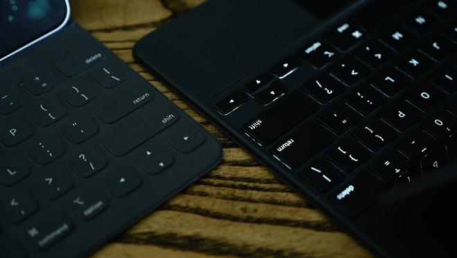 Клавиши со стрелками Magic Keyboard и фолио Smart Keyboard