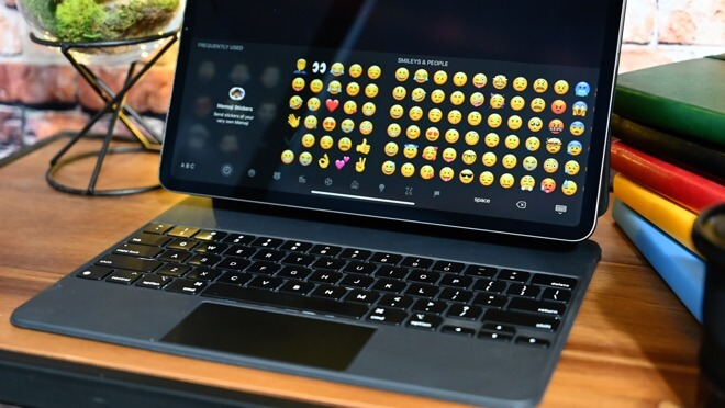 Легко получить доступ к смайликам при использовании волшебной клавиатуры