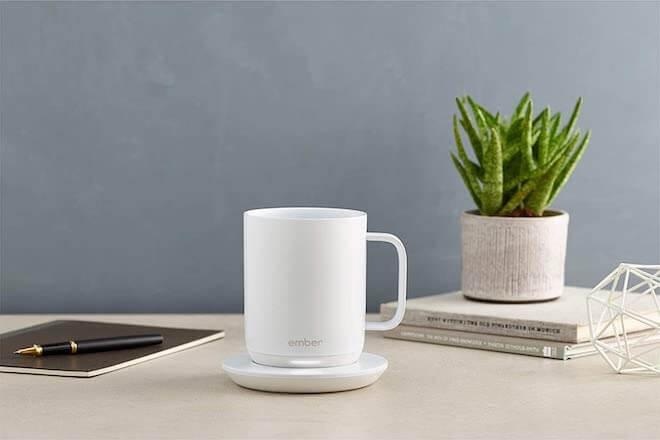 Ember - это умная кружка, которая может держать ваши напитки горячими бесконечно, когда их ставят на подставку.