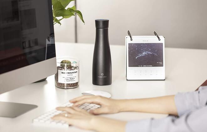 Умная бутылка для воды LIZ может дезинфицировать себя и напомнить вам пить