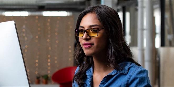 Блокируя синий свет от экранов, такие очки могут помочь снять напряжение глаз.
