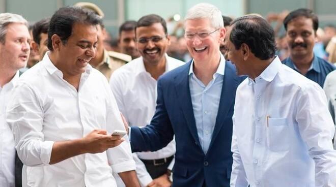 Генеральный директор Apple Тим Кук с визитом в Индии в 2016 году