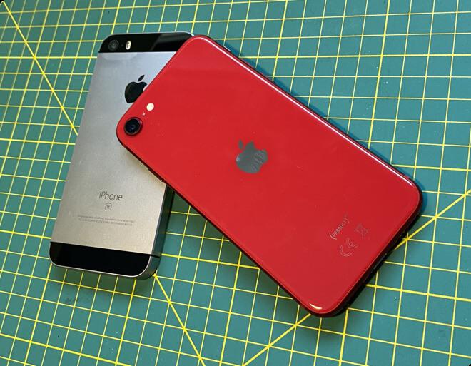 Apple iPhone SE второго поколения с оригинальным