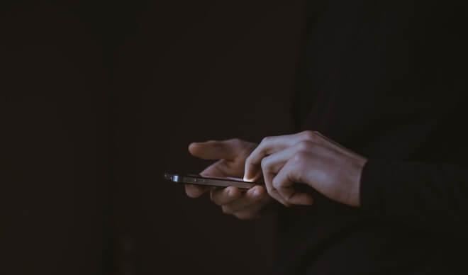 Наблюдение за смартфонами кажется многообещающим способом смягчения пандемии COVID-19, но есть серьезные препятствия, которые он может не преодолеть. Предоставлено: Джайлз Ламберт.