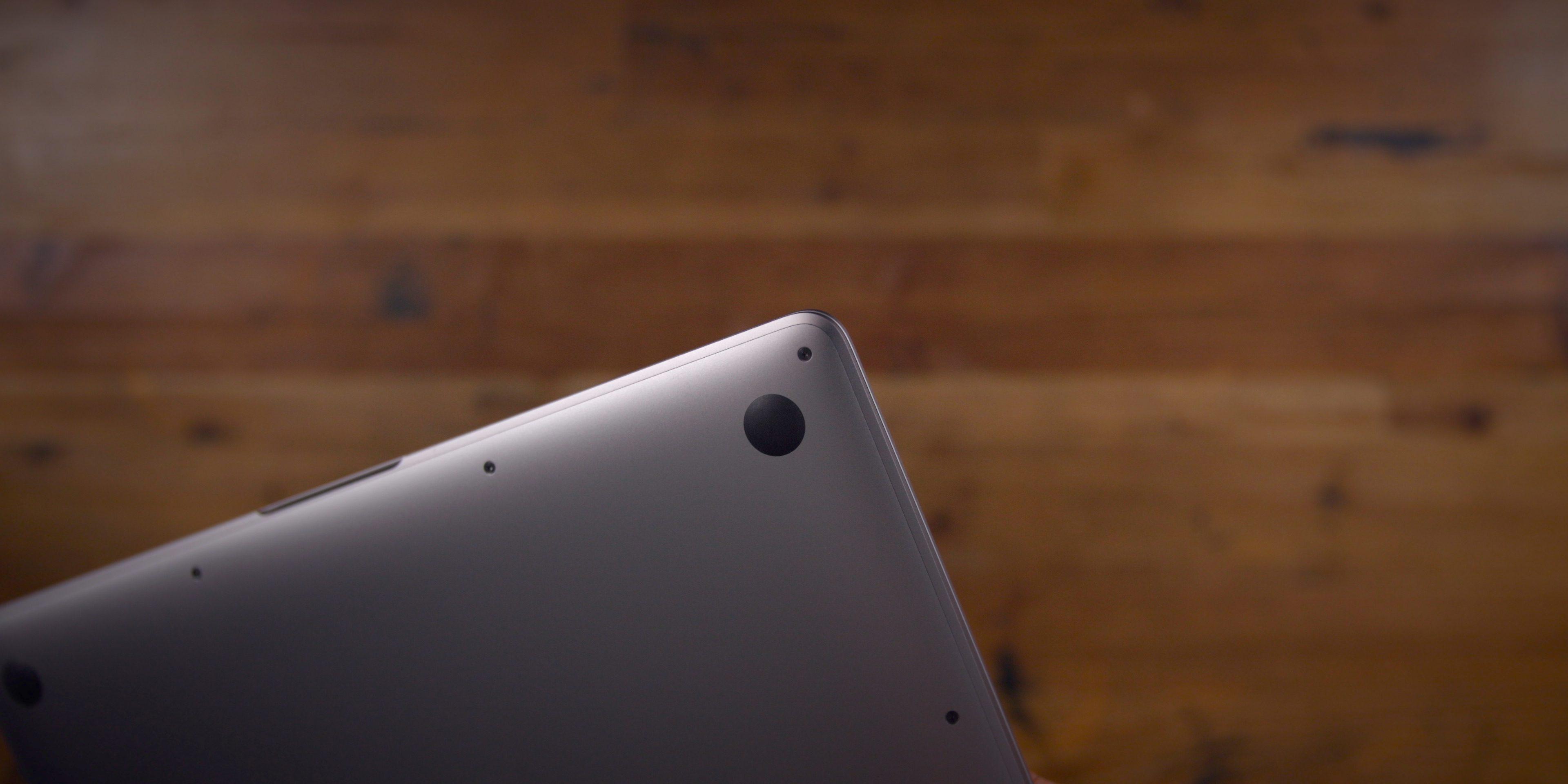 Нижняя часть MacBook Air (2020)