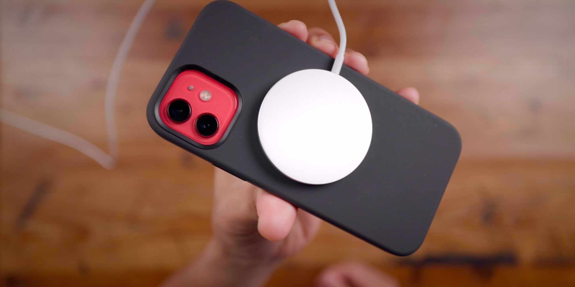 iPhone 12 MagSafe крупным планом