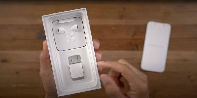 Apple будет вынуждена продавать iPhone с включенным адаптером питания в Бразилии