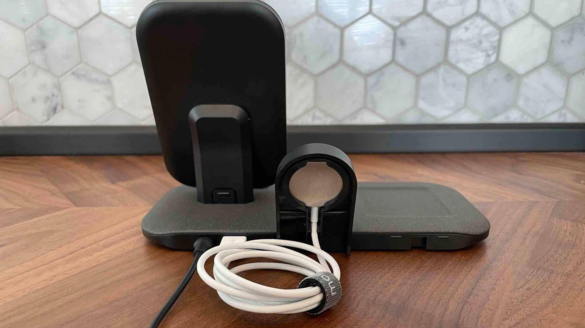 Зарядная станция Mophie + для Apple Watch, iPhone, AirPods сзади Посмотреть