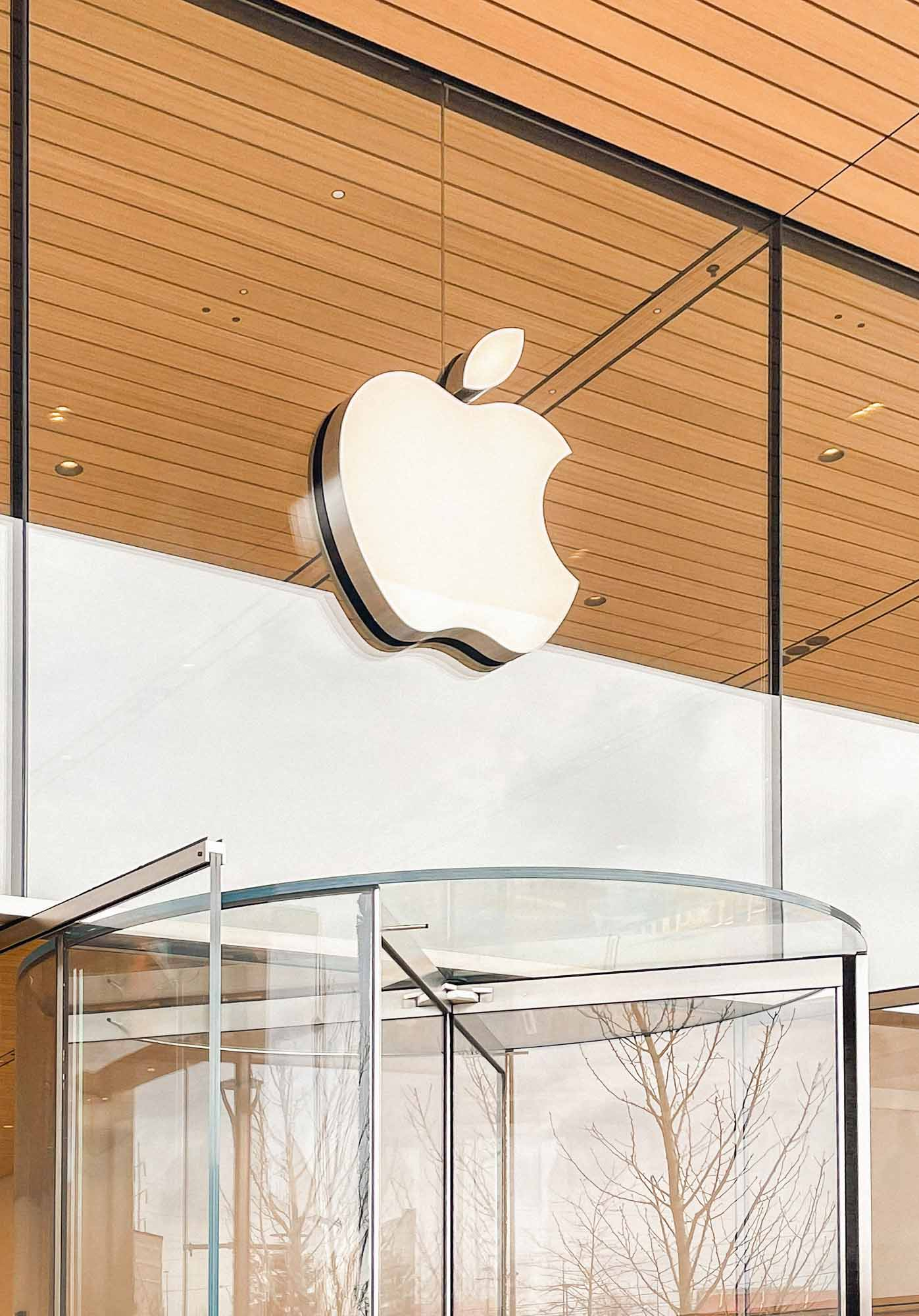 Логотип Apple на фасаде Apple Fritz Farm.