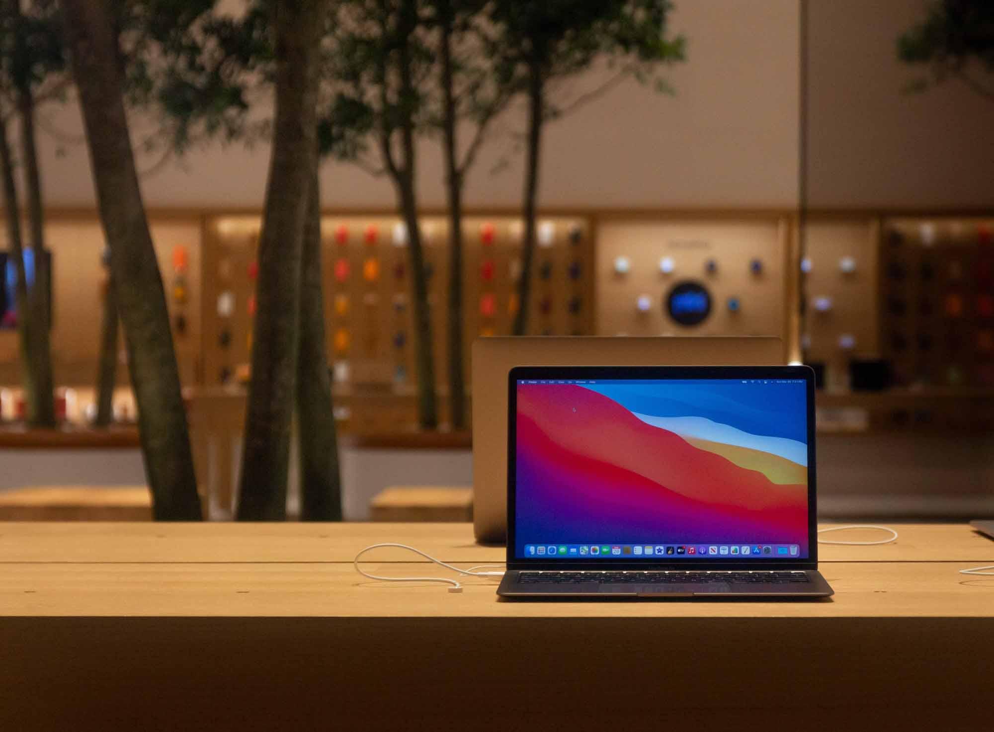 MacBook в Apple Downtown Nashville