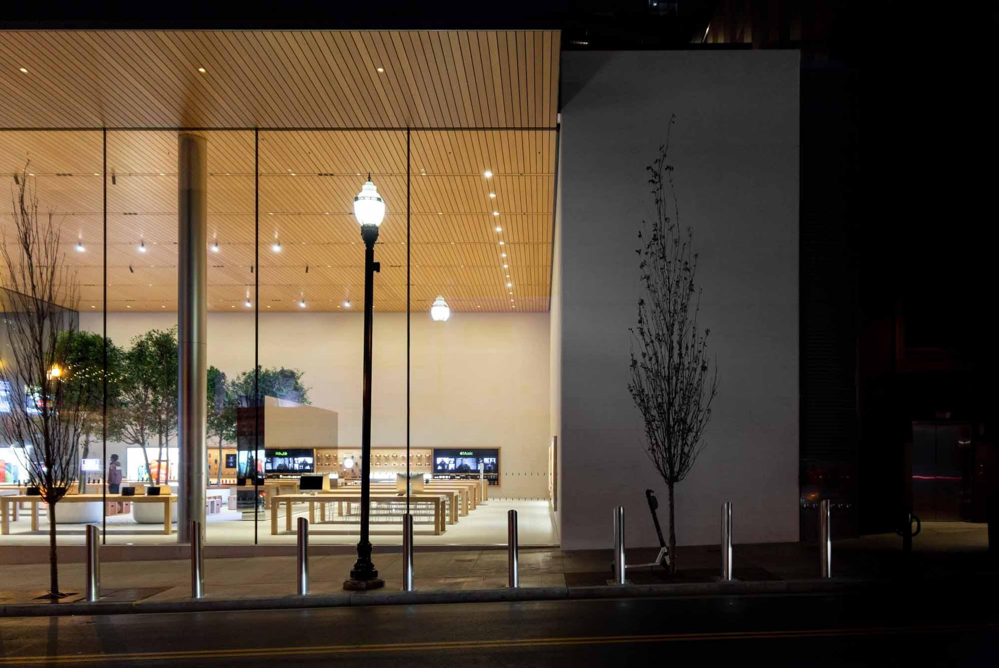 Боковая стена Apple Downtown Nashville