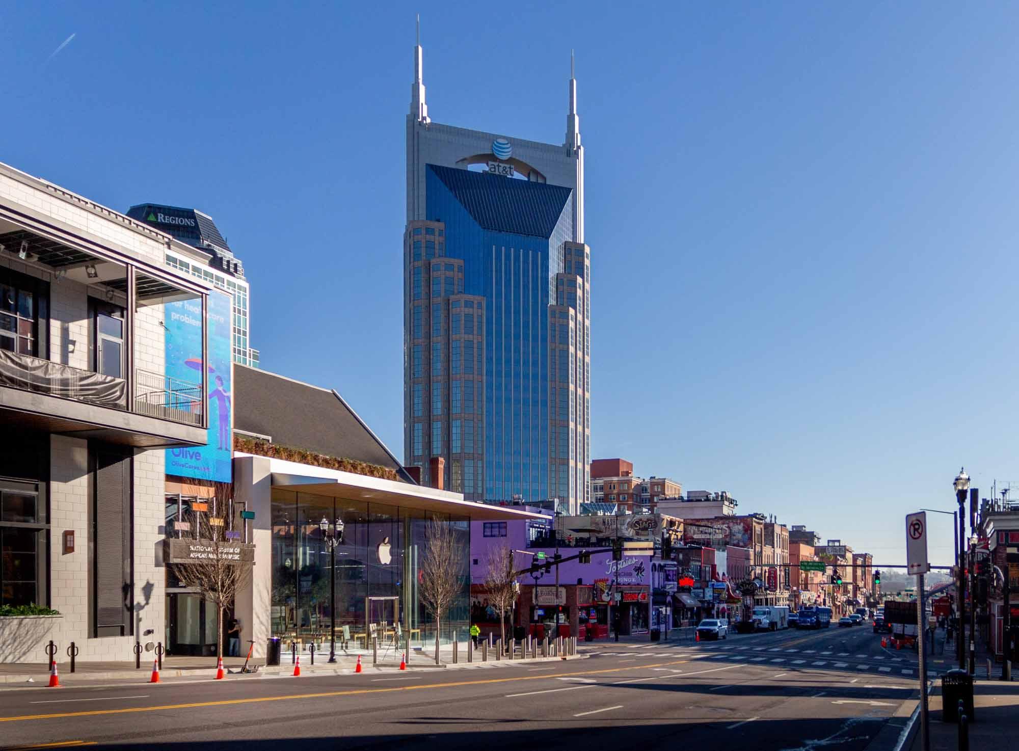 Apple Downtown Nashville утром открытия
