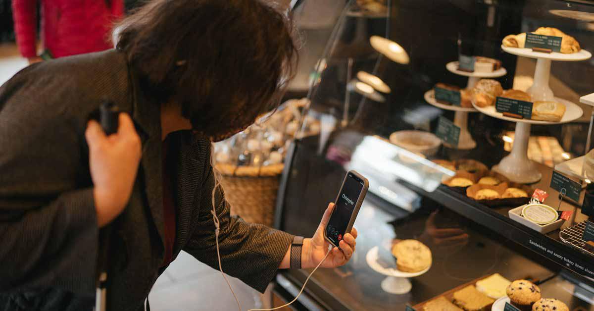 Бесплатное использование приложения Aira для слепых клиентов в Starbucks