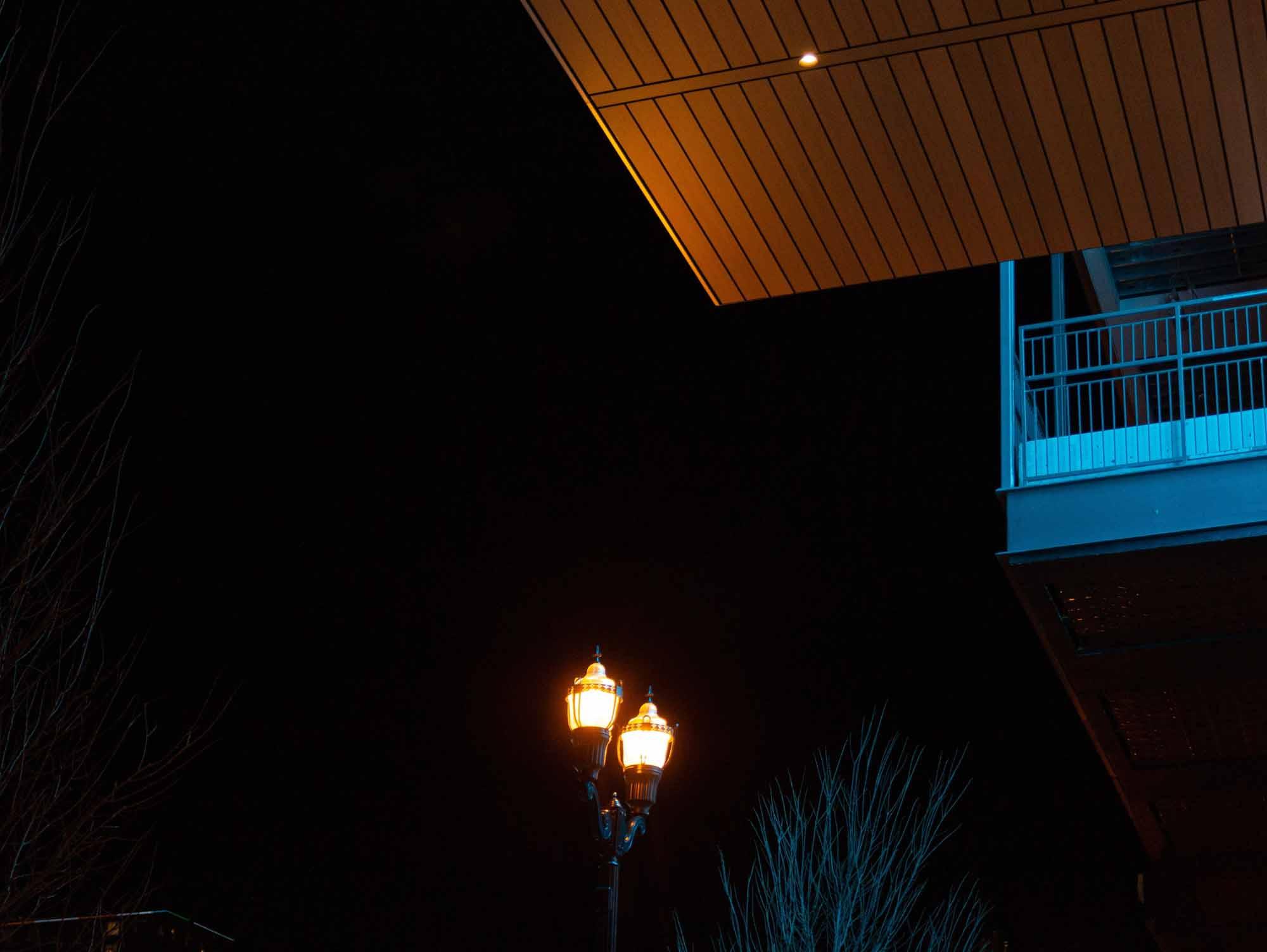 Крыша и фонарный столб Apple Downtown в Нэшвилле