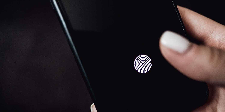 Apple получает патент на Touch ID для отображения под дисплеем.